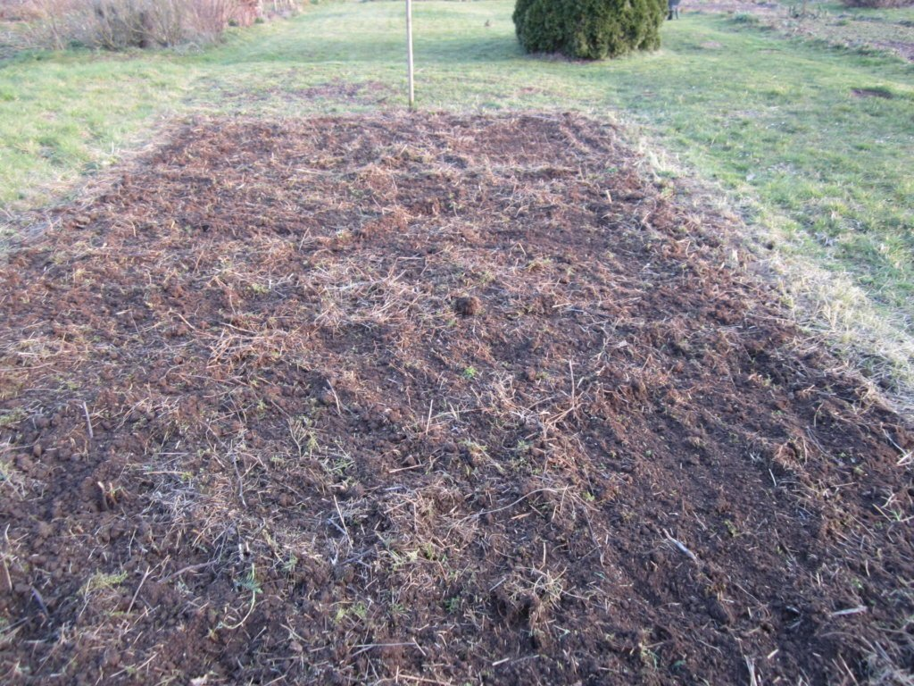 Offener Boden für eine Blumenwiese