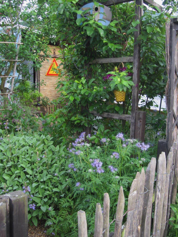 Eingang zum Garten von Eva und Johannes