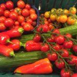 gurken-und-tomanten-in-huelle-und-fuelle-von-annett